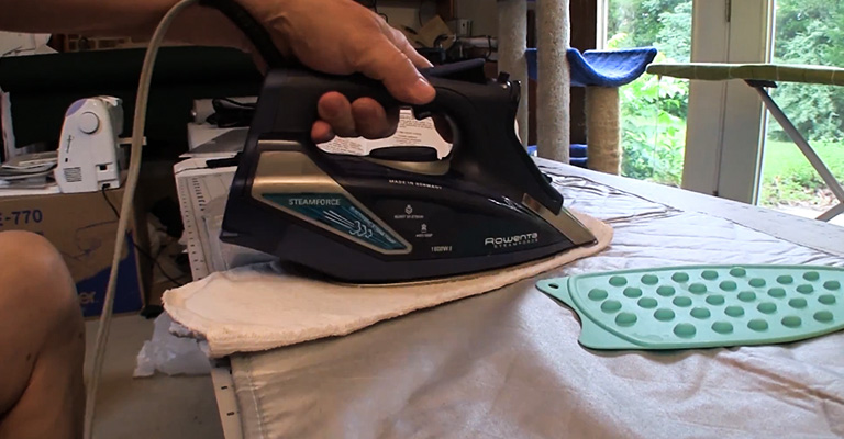 How to Clean Rowenta Iron Plate 2