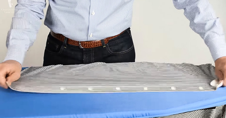 How to Use Steam Iron With Water 1