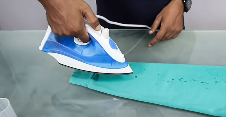 How to Use Steam Iron With Water 4